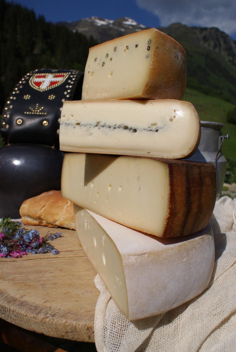 Fromage de savoie raclette au lait cru la fromagerie duc goninaz - Quantite de fromage par personne ...