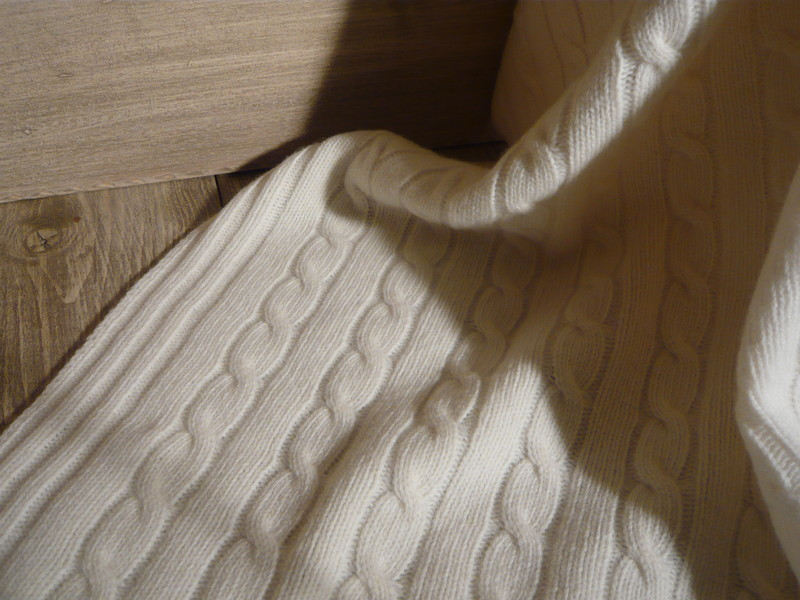 plaid tricote en maille torsadee de jadis a demain. Black Bedroom Furniture Sets. Home Design Ideas