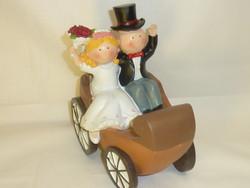 figurines mariés en calêche - Voir en grand