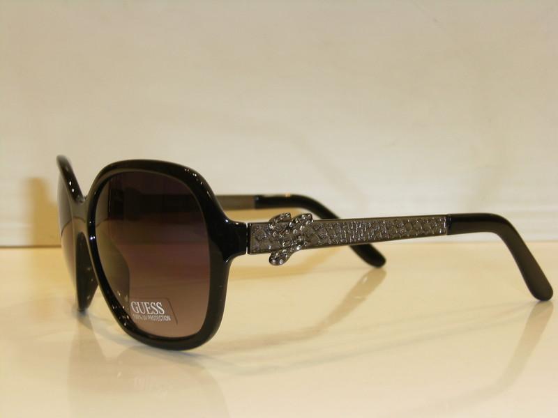 lunettes de soleil femme guess by marciano. Black Bedroom Furniture Sets. Home Design Ideas