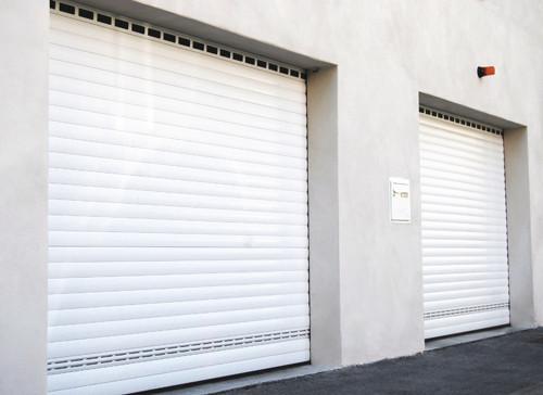 Porte de garage enroulable b1chezsoi for Isolation porte de garage enroulable
