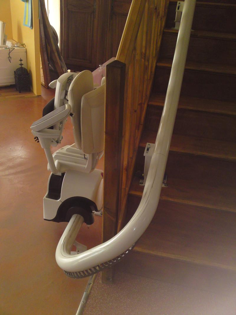 monte escalier tournant c vennes am nagements. Black Bedroom Furniture Sets. Home Design Ideas
