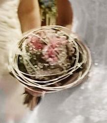 bouquet de mariée rond original gypsophile  - Voir en grand