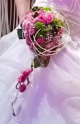bouquet de mariée retombant original fushia - Voir en grand