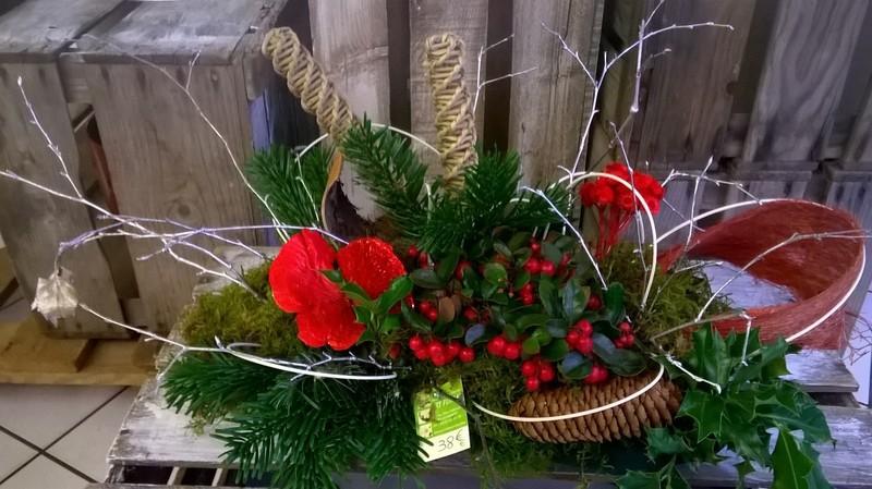 D cors de tombe no l naturel art floral chaumont for Plante noel rouge