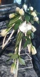 bouquet de marièe retombant original gris et blanc - Voir en grand