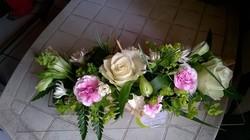 centre de table allongé mariage blanc et rose - Voir en grand