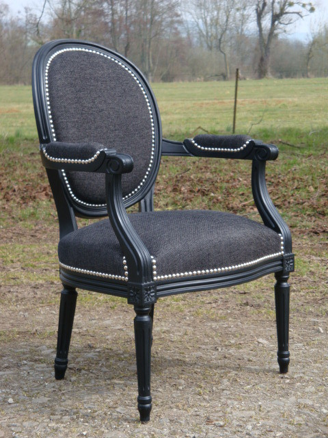 fauteuil cabriolet de style louis xvi neuf laqu noir et garni la gare aux si ges. Black Bedroom Furniture Sets. Home Design Ideas