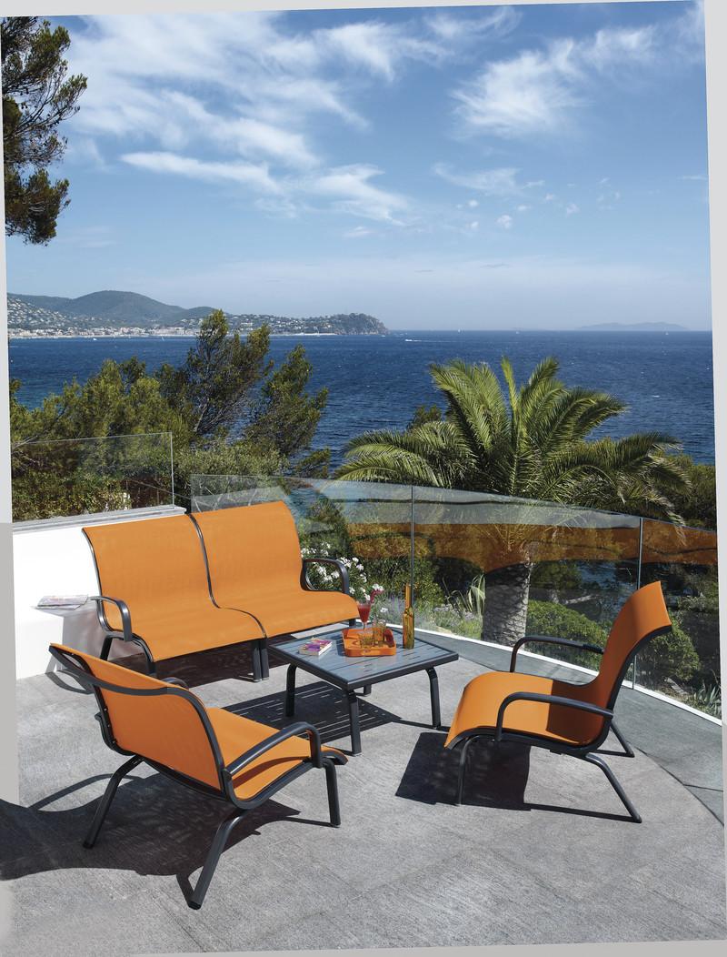 ensemble chauffeuse et table basse summer broch habitat. Black Bedroom Furniture Sets. Home Design Ideas
