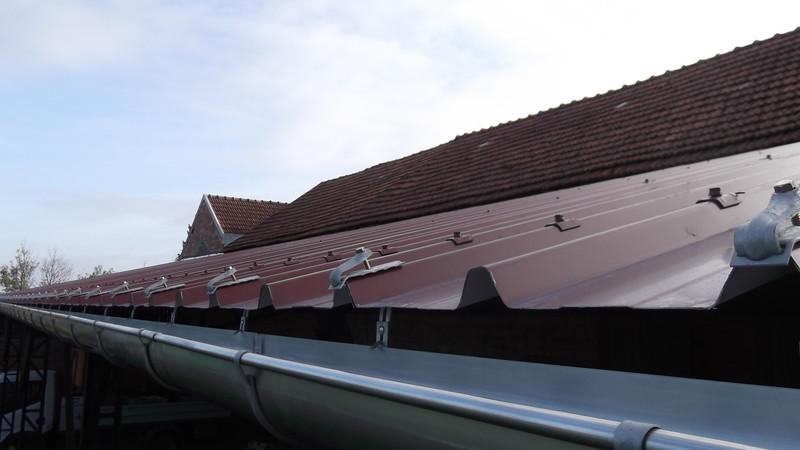 refection d 39 une toiture en tuiles mecanique ent thierry sambrotta maconnerie toiture. Black Bedroom Furniture Sets. Home Design Ideas