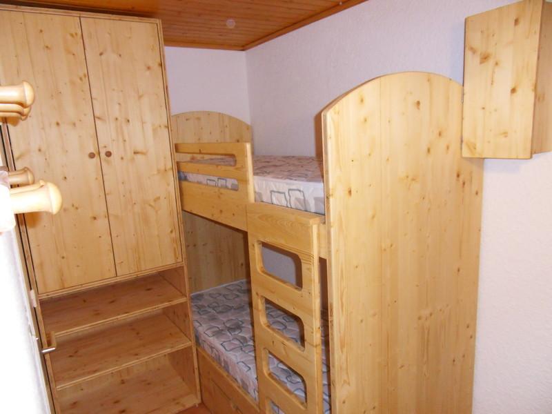 lit superpos avec armoire et coffre sur mesure vercors. Black Bedroom Furniture Sets. Home Design Ideas
