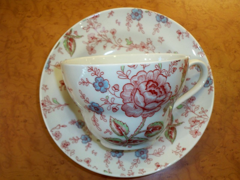 Porcelaine roy kirkham porcelaine rose chintz burdet salon de the - Service vaisselle anglais ...