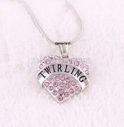 Chaine avec Coeur en Strass - Danse Twirl : Cadeaux/Bijoux/ Porte Clefs/Medaille - DANSE TWIRL - Twirling bâton - Voir en grand