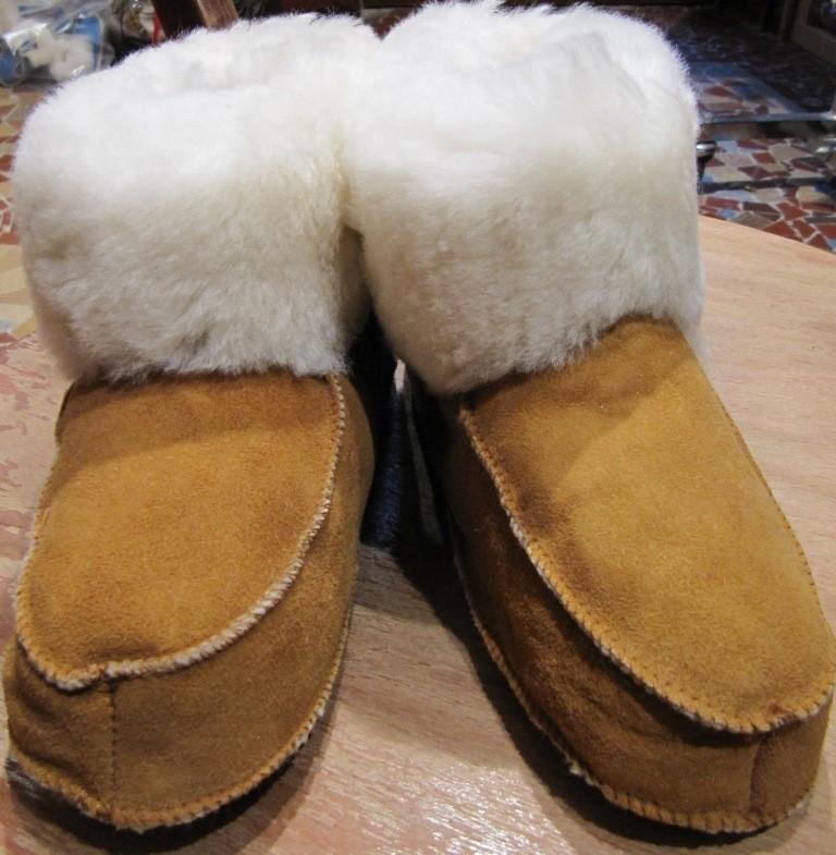 chaussons en mouton retourn sans semelles la petite boutique. Black Bedroom Furniture Sets. Home Design Ideas