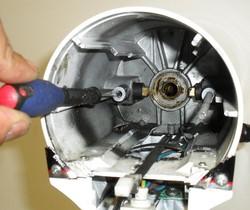 Démontage vis de blocage support charbon robot kitchenAid classic artisan ultra power