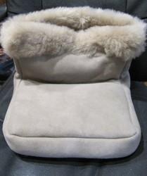 chaufferette en mouton - Chaussons-pantoufles en peau et laine - La Petite Boutique - Voir en grand