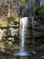 A 20 mm à pied, la cascade de la Fauge.  ( Photo : O. FAVRE ) - Voir en grand