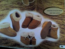 """Chaussons en cuir de mouton retourné - Textile """"esprit Montagne"""" - LA FEERIE DES CADEAUX - Voir en grand"""