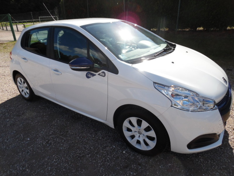 peugeot 208 ii 1 0 puretech 68 like clim 5 portes 5380 kms. Black Bedroom Furniture Sets. Home Design Ideas