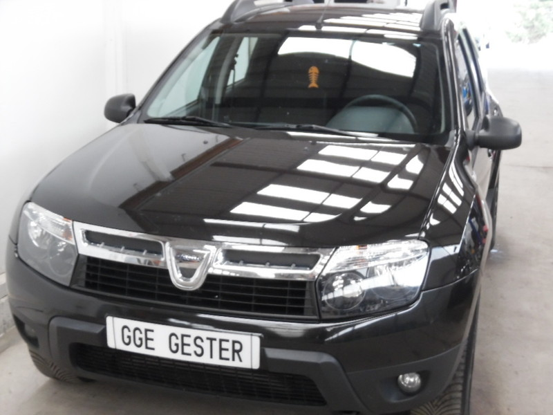 dacia duster 4x4 1 5 dci 110 laureate noir 65223 kms. Black Bedroom Furniture Sets. Home Design Ideas