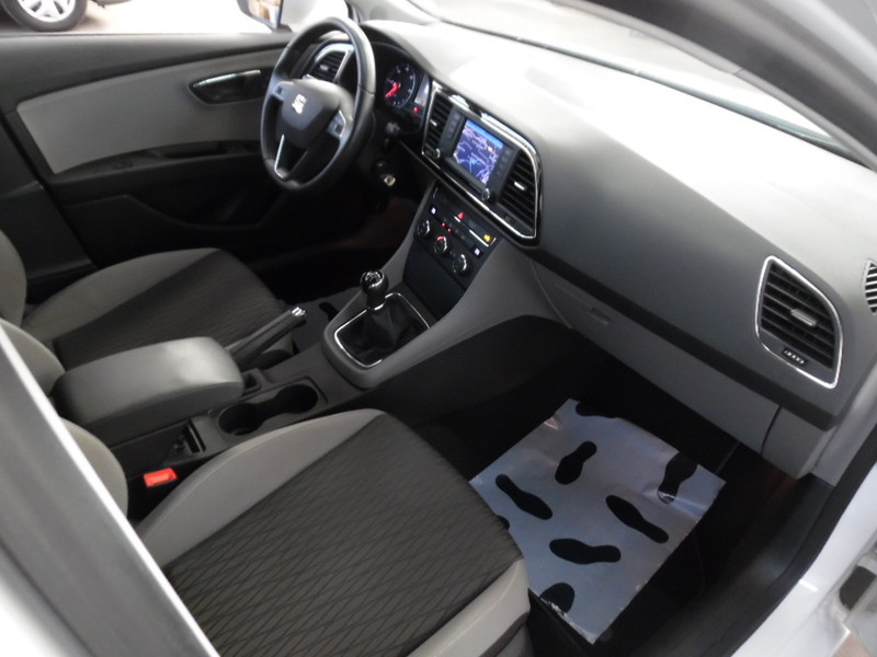 Seat leon 2 0 tdi 140 style gps led blanc 68797 kms for Garage vente voiture occasion blanc mesnil