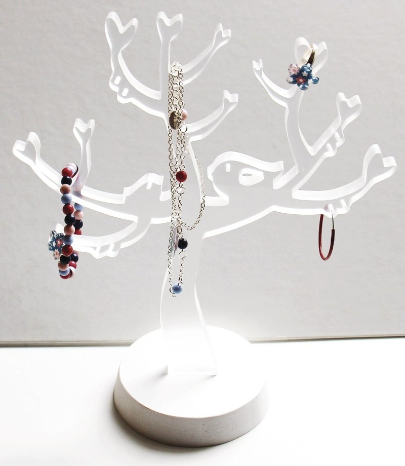 arbre a bijoux l puissance 4. Black Bedroom Furniture Sets. Home Design Ideas
