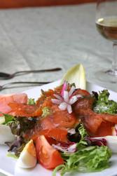 Assiette de saumon fumé - Les entrées - AUBERGE DES TROIS VALLEES - Voir en grand