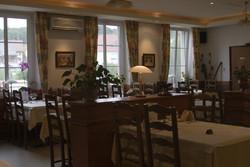 La salle du restaurant à l'Auberge des trois Vallées - Le restaurant - AUBERGE DES TROIS VALLEES - Voir en grand