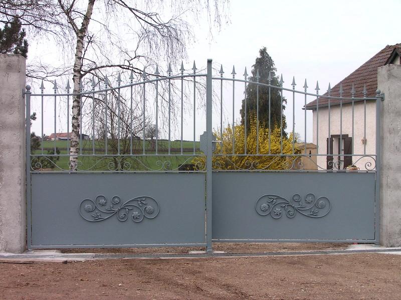 Portail fer forge demi ajoure charollais brionnais for Petit portail en fer