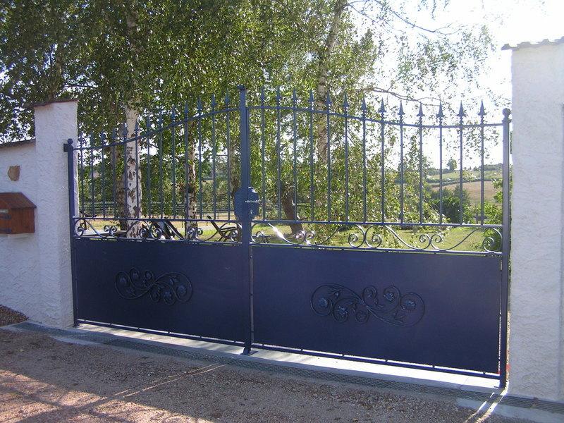 Portail fer forge demi ajoure charollais brionnais for Achat portail