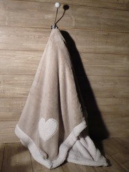 PLAID POLAIRE VELOURS COEUR TAUPE