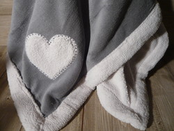 PLAID POLAIRE VELOURS COEUR GRIS