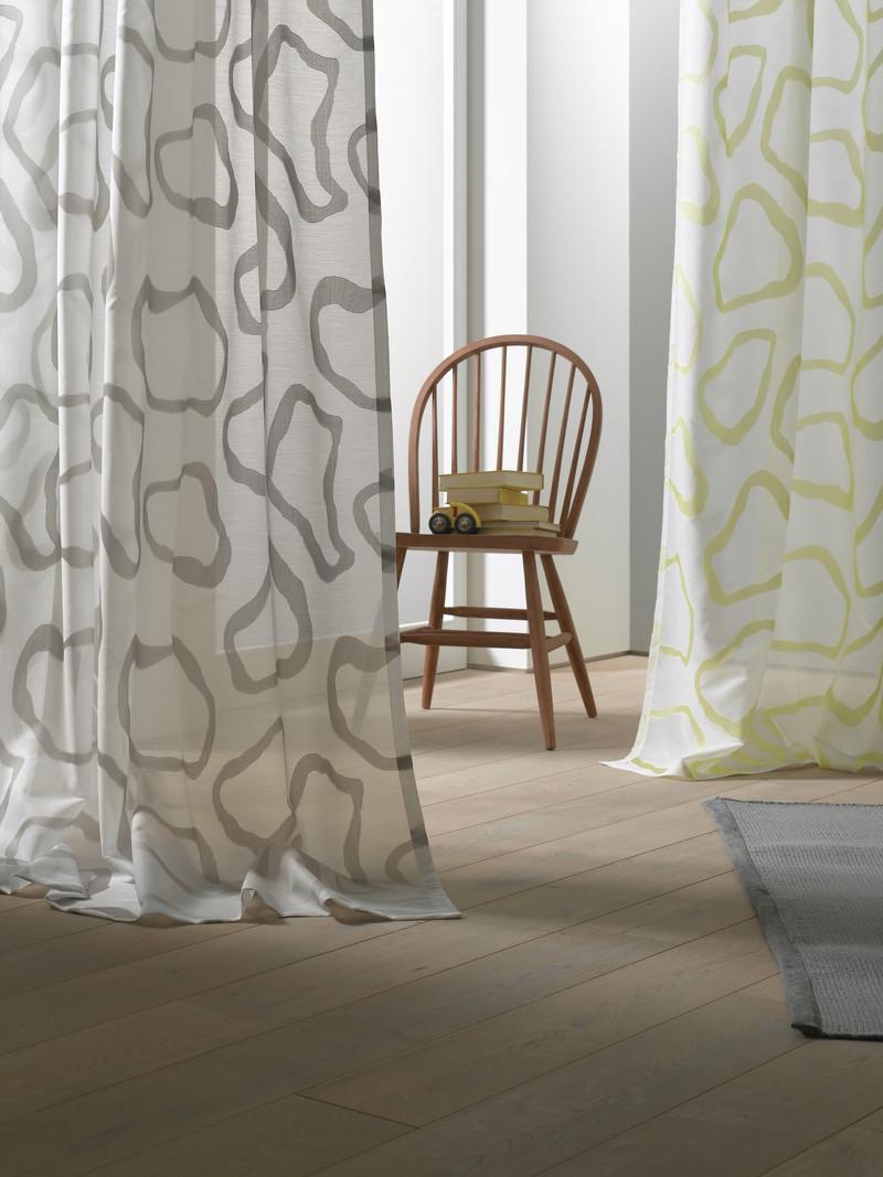 voilage tamine vitrage rideau contre la vitre. Black Bedroom Furniture Sets. Home Design Ideas
