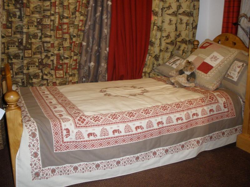 lit en bois massif 3 coeurs sculpteurs du lac boutique c t campagne. Black Bedroom Furniture Sets. Home Design Ideas