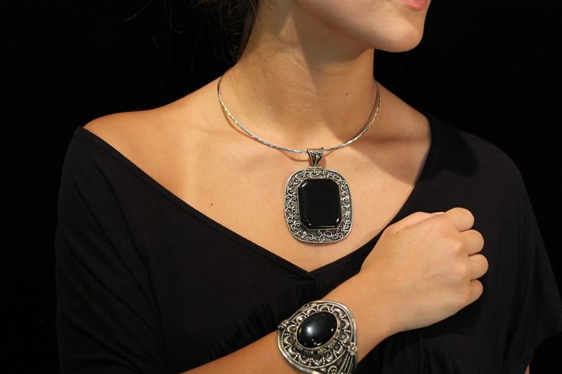 collier argent et onyx