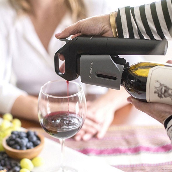 Service du Vin avec le Coravin Model Three - Voir en grand