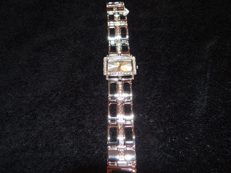 Montre argentée avec un bracelet original - bracelets - EMMANUELLE COIFFURE - Voir en grand