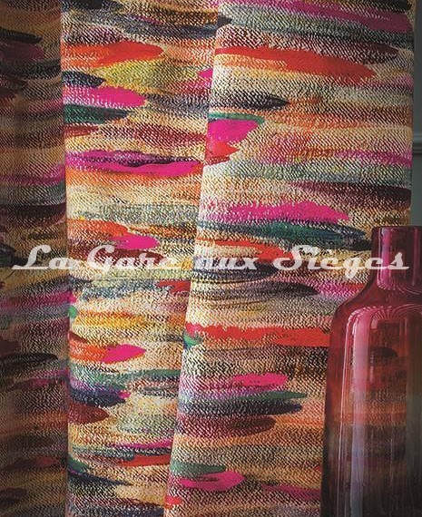 Tissu Casamance - Broderie Charivari Fuschia - Voir en grand