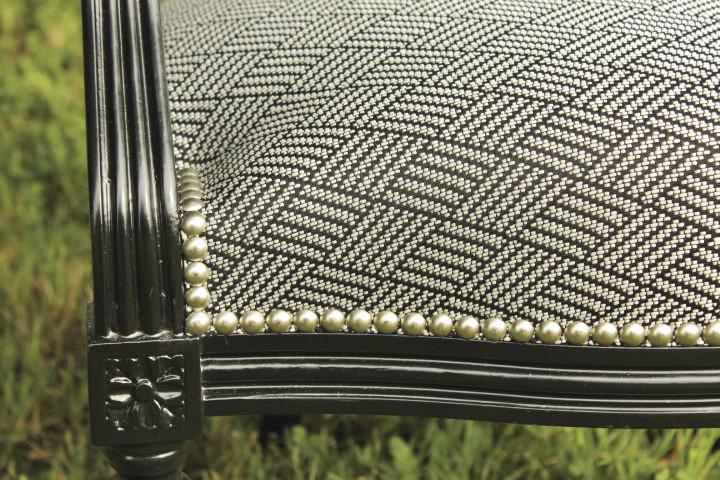 Fauteuil cabriolet Louis XVI - Finition clous Houlès argent - Voir en grand