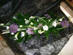 centre de table allongé orchidée bleue et blanche - Voir en grand