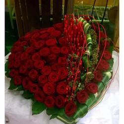 coeur de roses rouge moderne pour deuil - Voir en grand