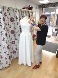 Retouche vestimentaire sur robe de mariée