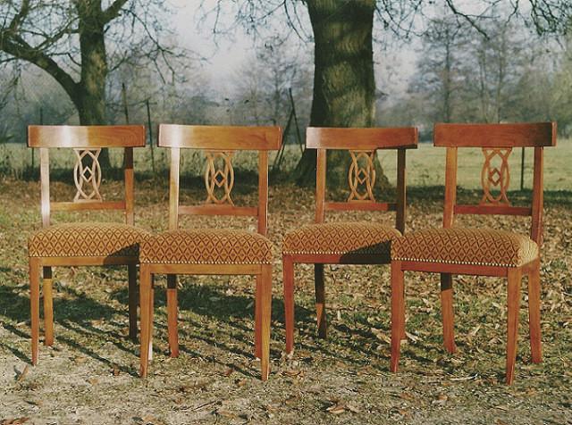 Suite de 4 chaises Directoire en merisier - Voir en grand