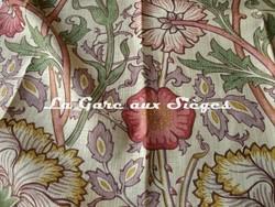 Tissu William Morris - Pink & Rose - réf: 222529 Manilla/Wine - Voir en grand