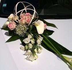 décor de voiture mariage original blans et rose - Voir en grand