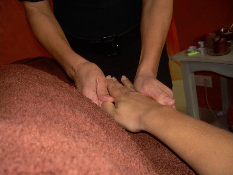 Massage des zones reflexologies, active les énergies vitales. - Voir en grand