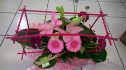 bouquet cage moderne-original fleurs à offrir poche d'eau - Voir en grand