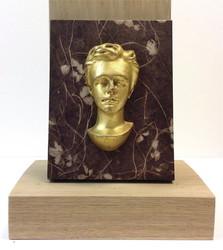Demi buste Arthur Rimbaud doré sur fond papier ciré 1 face - Voir en grand
