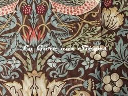 Tissu William Morris - Strawberry Thief - réf: 220311 Chocolate/Slate ( détail ) - Voir en grand