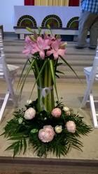 décor d'autel église moderne rose - Voir en grand